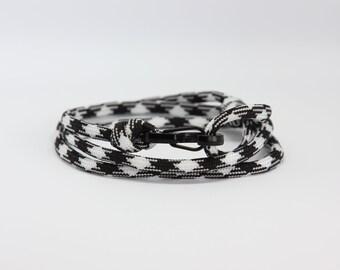 Black & White Carabiner Bracelet by NEVETdesigns | Climbing Rope Bracelet | Mens Bracelet | Paracord Bracelet