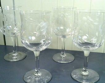 Set Of 4 Cut Crystal Wine Glasses Goblets Vintage Fine Glassware Flared Rim Tall Stem Floral Flower Vine Drinking Glass Bar Barware