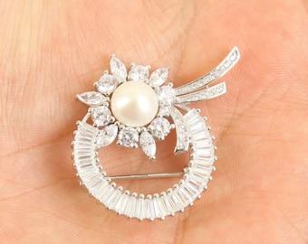 sterling silver Pearl  topaz brooch