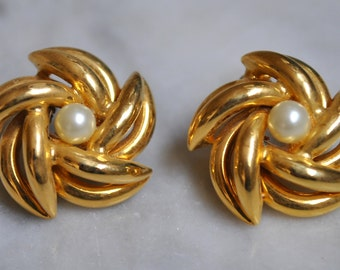 Hobe Pearl & Gold Pinwheel Earrings