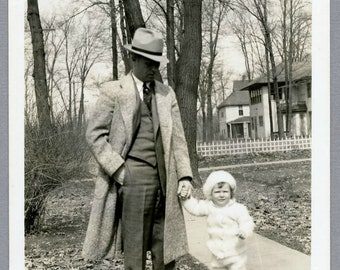 Vintage 30s Snapshot, Dad Going For a Walk With His Little Girl, Man, Photo #145