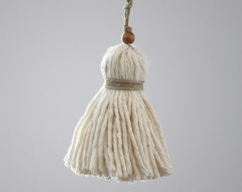 Small Boho Pom Pom Tassel. Handcrafted Key Chain. Ivory, Natural. Pom Pom Zipper Charm, Bag Charm. Tassel decor accessory.