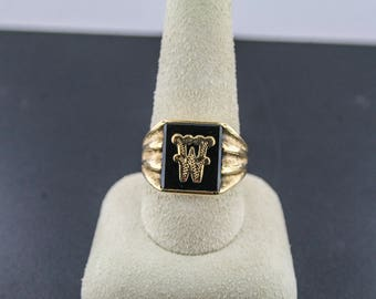 10kt yellow gold W initial ring