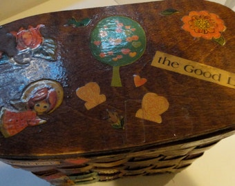 Vintage wooden picnic basket decoupage folk art flip lid fabric lined Caro Nan inspired purse with Kansas City shops from the era