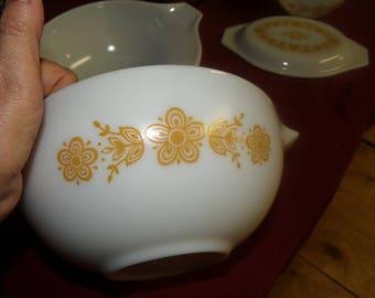Pyrex Butterfly Gold #441 Cinderella Nesting Bowl