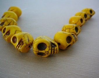 "Gemstone Bead, Skull, 18mm, Howlite, Yellow, 8"" strand, Day of the Dead, Goth jewelry supplies"