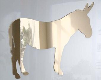 arabisches Mädchen mit großem Esel