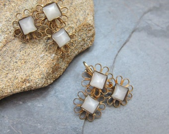 Vintage 1960s Clip Earrings in Smoky White and Gold Openwork / 60s Midcentury Modern Costume Jewelry
