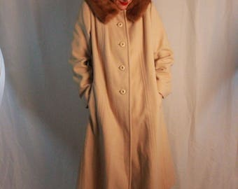 Vintage Classic Movie-Classy 100% Wool Winter Coat.  Real Fur Collar.  Cream-Colored Long Coat by Alorna.
