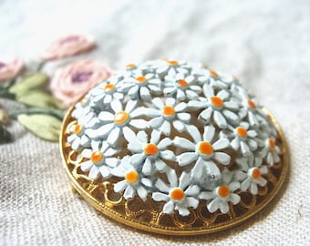 Lovely 60s Daisy Brooch Pin