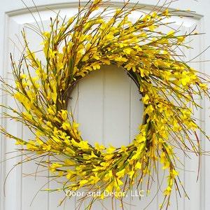 "Round Yellow Forsythia Wreath for Front Door Decor~Farmhouse Decor~Farmhouse Style~Fixer Upper~Spring and Summer Wreaths~22"" Diameter"