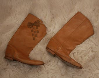 Vintage Womens leather boots suede bows size 6