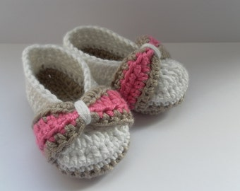 White baby shoes, girls baby shoes, crochet baby shoes, baby booties, crochet baby booties, bow baby shoes, bow baby booties, baby shower