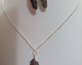 adornment feather writer: ideal for a creative necklace and earrings