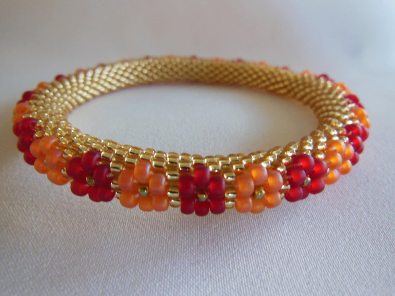 bracelet de perles de crochet fleurs de citrus. Black Bedroom Furniture Sets. Home Design Ideas