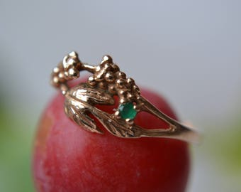 Gold ring with green emerald 14K gold vintage grapes ring size 14 weigh 1.51g gold ring, Vintage 80s 90s gold ring mistic magic fairy ring