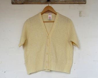Cute creamy yellow vintage short sleeved cardigan -Size 14/16