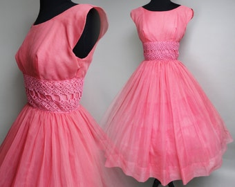 Vintage 1950s Dress//50 Dress//Scalloped Sleeves//Pink//Lace//Chiffon//Full Circle Skirt