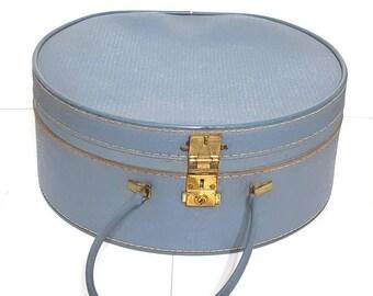 Vintage hat box 1950s 1960s. Blue !