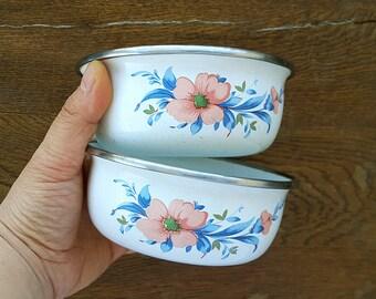 Vintage two enamel bowl set with retro flower print Small white enamel bowl Enamelware planter saucer Retro kitchen Cottage Old kitchen dish
