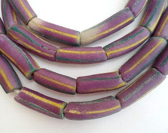18 beads of African glass - purple - GB23