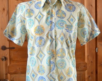 Vintage 1970s Mens Shirt ~ Patterned White&Coloured ~  Casual Shirt S Size