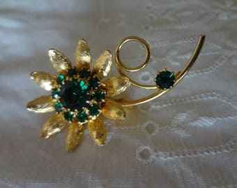 Brooch Pin Gold-Tone Flower Pin with Thirteen Faux Emeralds