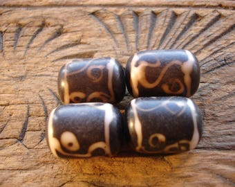 Moroccan  medium barrel  hand painted bead
