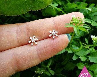 1pcs piercing ear jacket gold plated 7mm Sterling Delicate Petite jewelry Christmas snowflakes titanebasque minimalist hypoallergenic