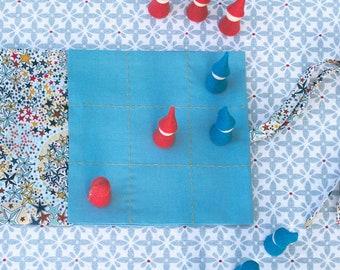 kit jeu des lutins • diy kit • jeu de morpion en matières naturelles • kit à coudre • jouet à faire soi même en Liberty • cadeau enfant