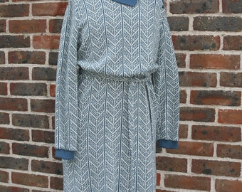 Petrol blue mid-length knitted dress vintage print