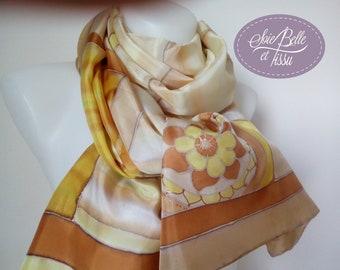 """Foulard peint sur soie """"Zen"""" jaune beige pour femme, étole motif mandala en soie,écharpe soie, cadeau pour elle"""