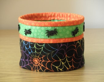 Quilted Bowl (HbowlG) Spiders and Spider webs