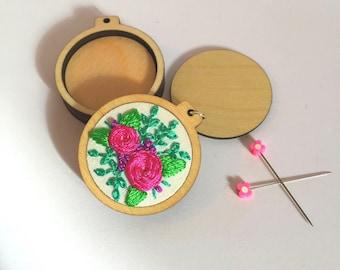 2  mini embroidery hoops for pendants/frames