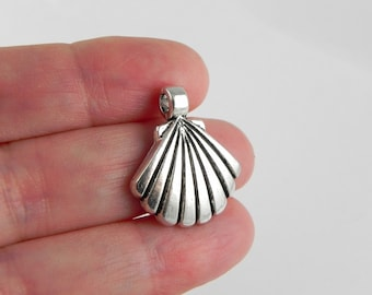 10 Scallop Sea Shell Charms - 22mm x 19mm - Antiqued Silver - Side-to-Side Loop
