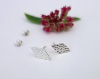 Hammered stud earrings - Tiny stud earrings, Minimalist earrings, Silver earrings, Geometric earrings, Studs, Dainty earrings, Modern stud