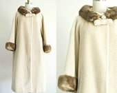 Lilly Ann 1950s 1960s wool coat . vintage 50s 60s light tan winter coat with fur collar . medium