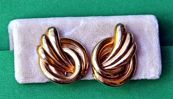 Vintage 1960s NAPIER SWIRL GOLD-Tone Metal Screw Back Clip-On Earrings Flat Shiny Twisted Style With Copyright Symbol