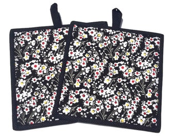 Quilted Fabric Potholders Black, White and Red, Set of 2 quilted potholders, BBQ Accessory, Black and White Hot pad Trivet, Quiltsy Handmade
