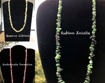 Collana Chips Rubino Zoisite, Rodocrosite e Tormalina Rosa, Quarzo Citrino, chiusura con moschettone, finitura argento 999, nichel free.