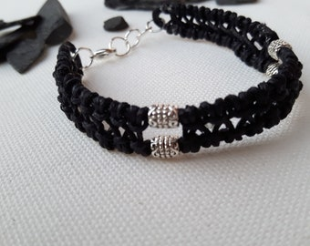Bracelet with metal beads, handmade, knotted, simple but chic