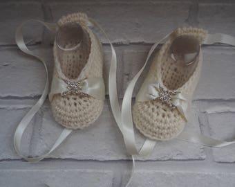 baby christening shoes/ baby booties/merino wool booties/wedding booties/ballerina booties/ballet slippers/baby shower gift/cream booties.