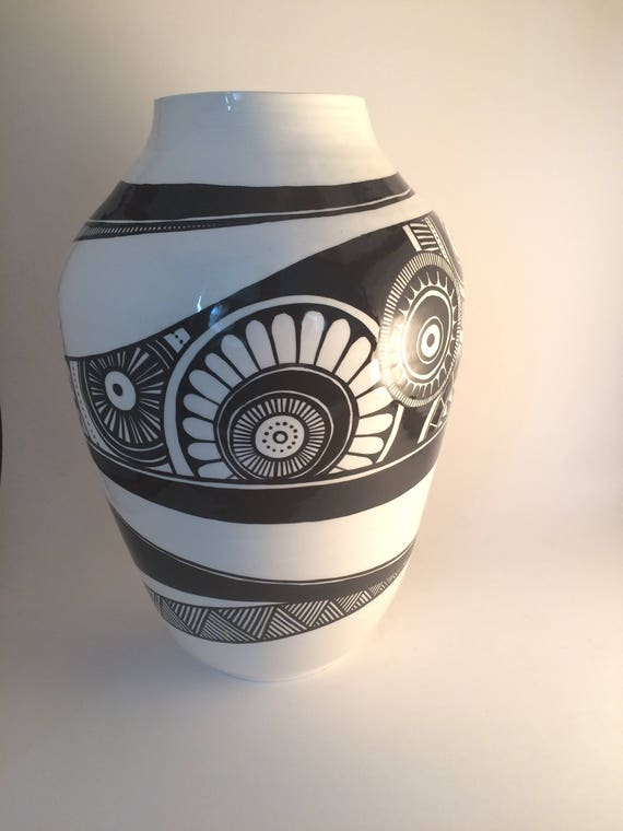 Large asymmetrical pot
