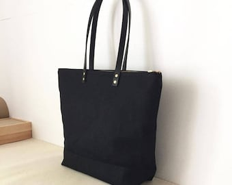 """MEDIUM ZIPPER TOTE 
