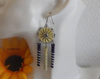 Earrings with dark purple and striped vanilla flower pleated and spiral caps