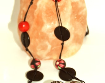 "Long necklace - ""Red and black"""