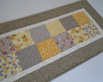 Quilted Table Runner in Yellow and Gray, Retro Floral Quilted Table Topper, Vintage Style Quilted Table Runner, Patchwork Table Runner Quilt