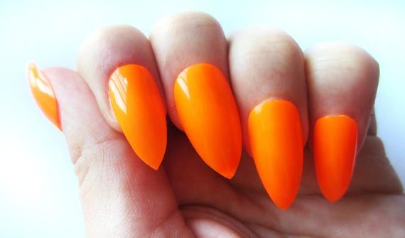 faux ongles orange