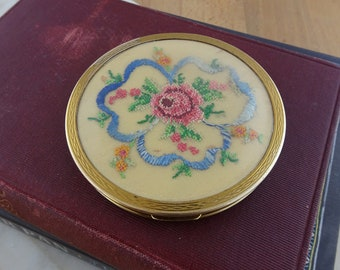 Pretty Vintage Gold Coloured Brass Powder Compact Mirror with Floral Embroidered Design