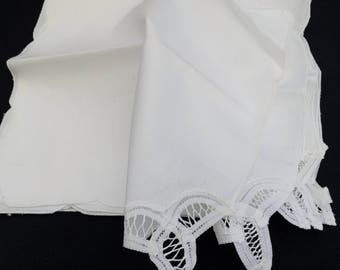 Linen Napkins. A Set of 6 Vintage White Linen and Battenburg Lace Napkins. 6 White Linen and Lace Napkins. 6 Linen and Lace Napkins. RBT2121